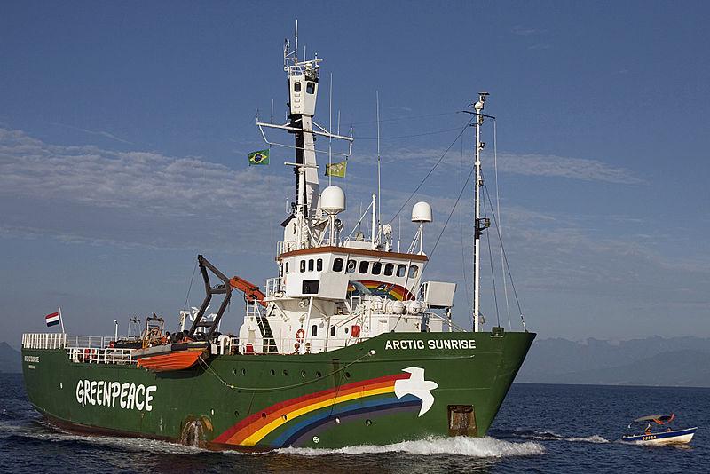 Greenpeace_ship_Arctic_Sunrise_-_Angra_dos_Reis_-_State_of_Rio_de_Janeiro_-_Brazil_-_7_April_2009