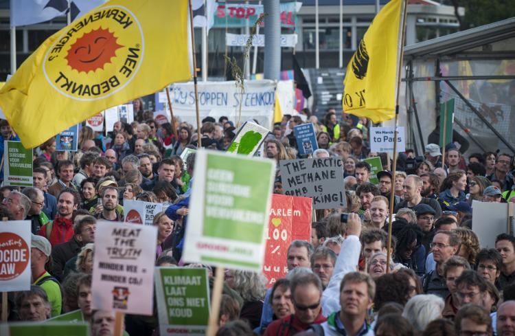 Enkele duizenden mensen namen op 21 september deel aan de klimaatmars in Amsterdam. Foto: Marten van Dijl