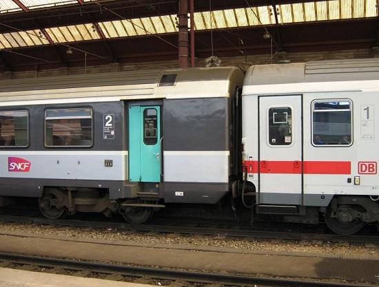 Een foto uit de tijd dat nationale spoorwegmaatschappijen nog met elkaar samenwerkten: de dagtrein Parijs-Wenen, die verdween met de komst van een TGV. Foto: Back on Track.
