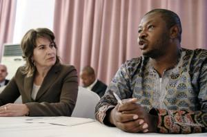 Minister Ploumen en Godwin Ojo tijdens de bijeenkomst in Port Harcourt, juni 2014. Foto: Marten van Dijl
