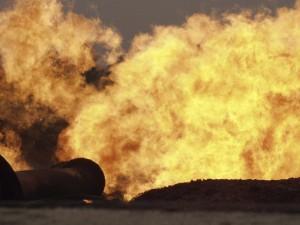 Shell gasfakkel in Rumuekpe in de Nigerdelta Foto: Peter Roderick
