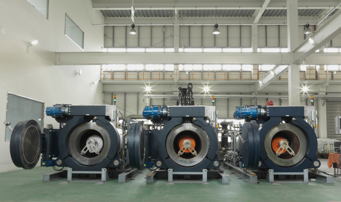 Een lange 25 jaar duurde het, om van lab naar uitvoering te komen: textielverven zonder water met een machine van Dyecoo. Zie kader.