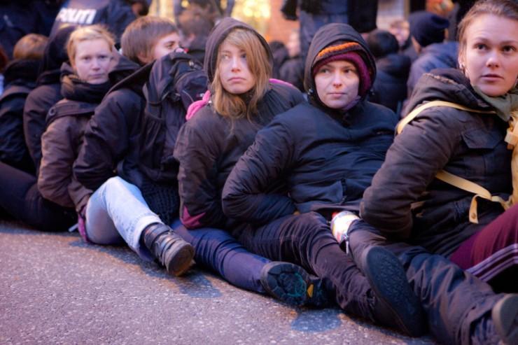 Gearresteerde demonstranten tijdens Klimaattop in Kopenhagen in 2009