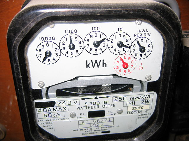 640px-Mechanical_electricity_meter_1965_(1)