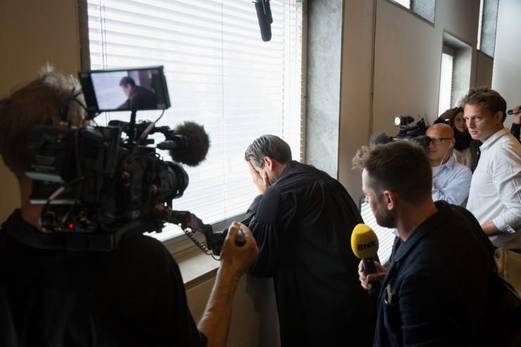 Een geëmotioneerde advocaat Cox van Urgenda na de overwinning in de Klimaatzaak.  Foto: Urgenda / Chantal Bekker
