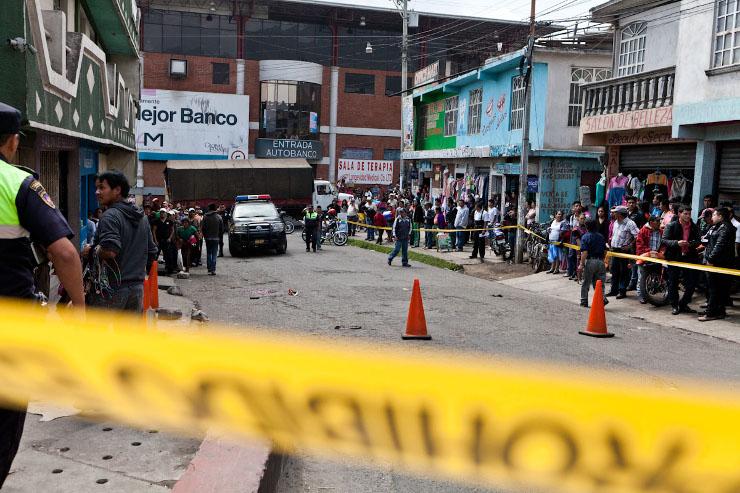 Moord op klaarlichte dag in een straat in San Marcos. Beeld: Michael Rhebergen