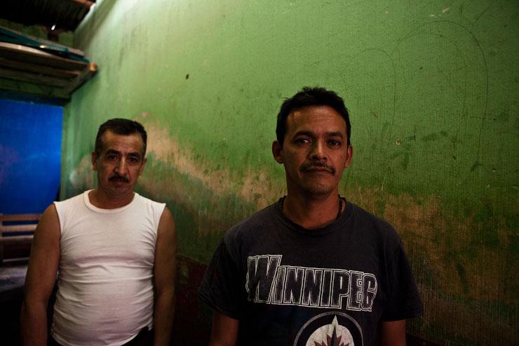 Saul Mendez (42) en Rogelio Velasquez (45) zitten in de gevangenis in Huehuetenango. Zij leiden een beweging in de buurt van Santa Cruz Barillas en zijn veroordeeld tot 33 jaar voor dingen die ze niet gedaan hebben. Beeld: Michael Rhebergen