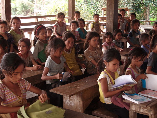 Lagere school in Laos. Beeld: Masae, creative commons Wikimedia.