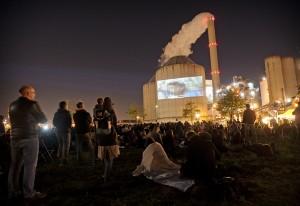 Voorpremière op de kolencentrale van Nuon aan de Hemweg in Amsterdam, georganiseerd door Milieudefensie, Greenpeace en Fossielvrij Nederland