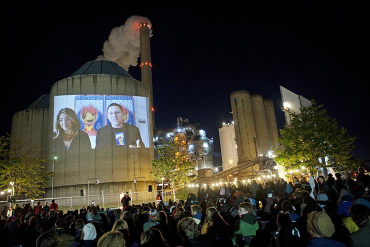 Voorpremière This Changes Everything op Nuon-kolencentrale in Amsterdam. Beeld Marten ten Dijl