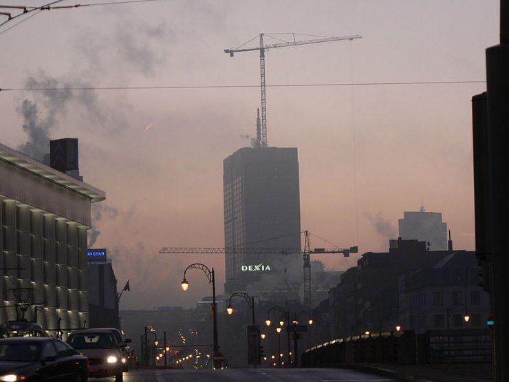 Brussel in de smog. Beeld: Wikimedia, Belfius CC SA