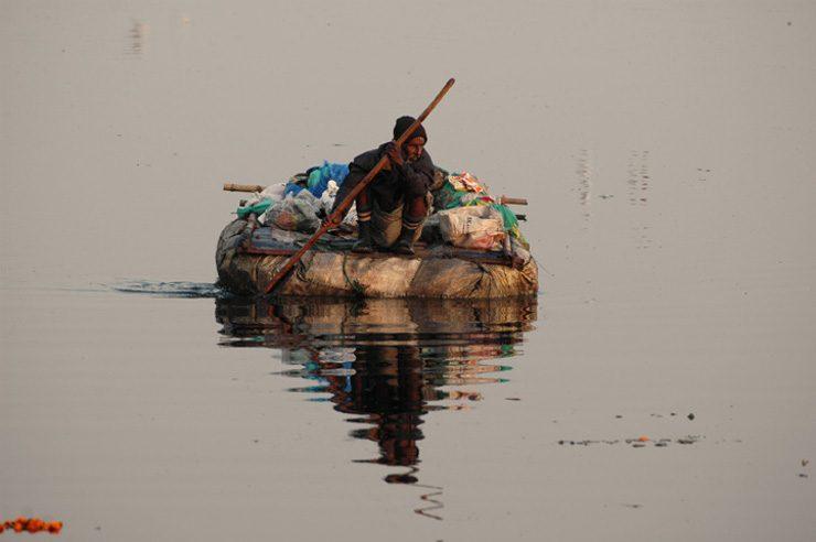 Floating_rag_picker_(1803617563)