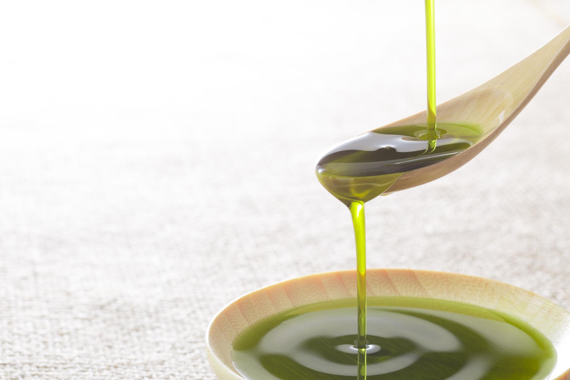 schoonmaken natuurlijke schoonmaakmiddelen groene zeep soda baksoda heet water koffiedik citroen azijn